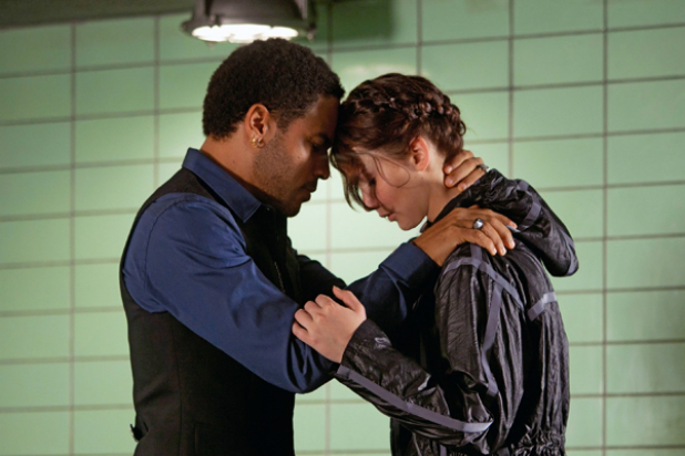 the_hunger_games_cinna_katniss_1